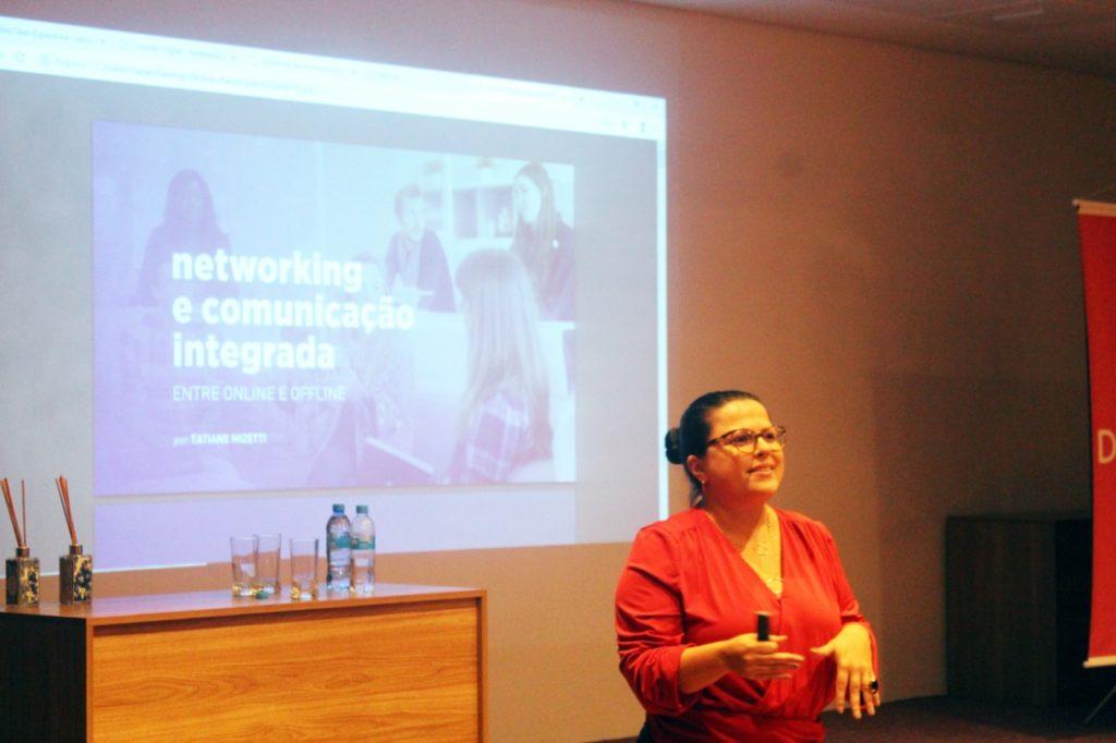 Tatiane Mizetti palestrando no Conexão Digital 2019